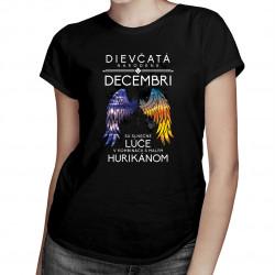 Dievčatá narodené v decembri sú slnečné lúče v kombinácii s malým hurikánom - dámske tričko s potlačou