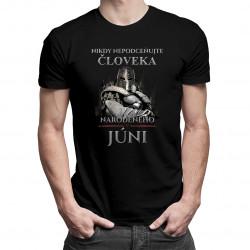 Nikdy nepodceňujte človeka narodeného v júni - pánske tričko s potlačou