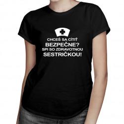 Chceš sa cítiť bezpečne? Spi so zdravotnou sestričkou - dámske tričko s potlačou