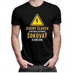 Jediný človek, ktorý môže elektrikára šokovať, je jeho žena - Pánske tričko s potlačou